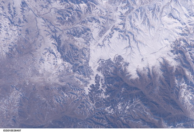How the Great Wall actually looks from space (Taken by Leroy Chiao in 2004. Credit: NASA)