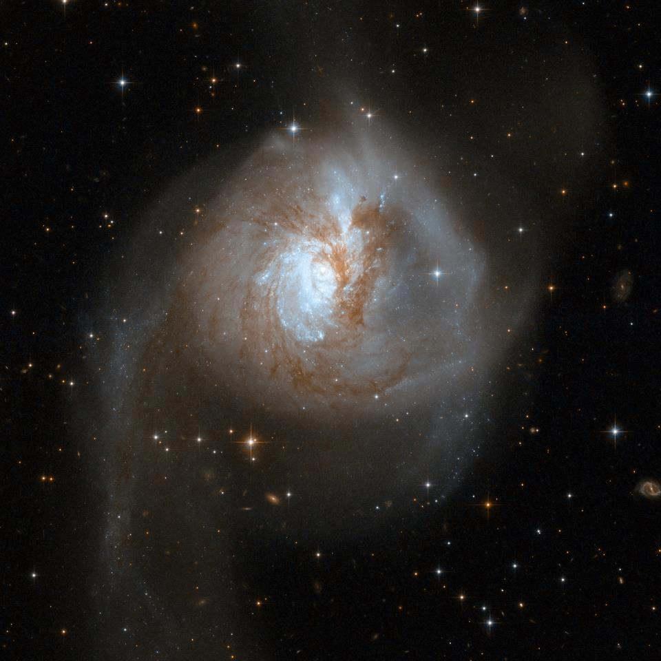 Credit: NASA, ESA, Hubble Heritage (STScI / AURA) - ESA/Hubble Collaboration, & A. Evans (UVa, NRAO, SUNYSB)
