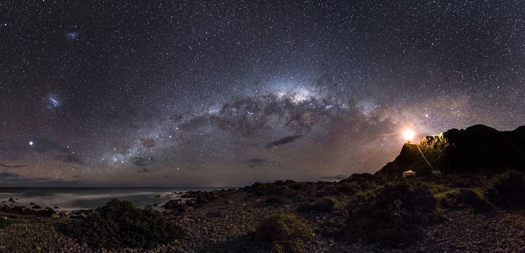 "Image Credit and Copyright: <a href=""http://markg.com.au/"">Mark Gee</a>. Original <a href=""http://markg.photoshelter.com/gallery-image/Fine-Art-Prints-Astrophotography/G0000IiXcpwB2ksc/I0000SbHLtViJzj8/C0000B052TmaztT8"">Image</a>. Used with permission."