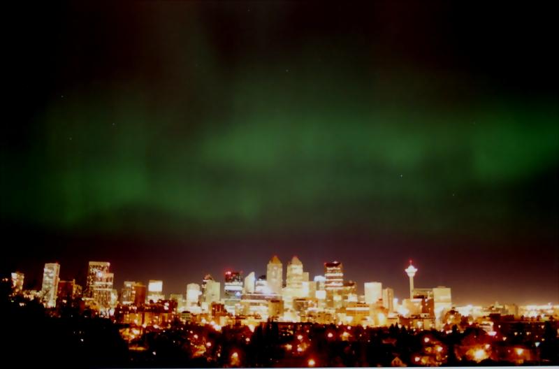 Northern lights over the city of Calgary, Canada via WikiMadia