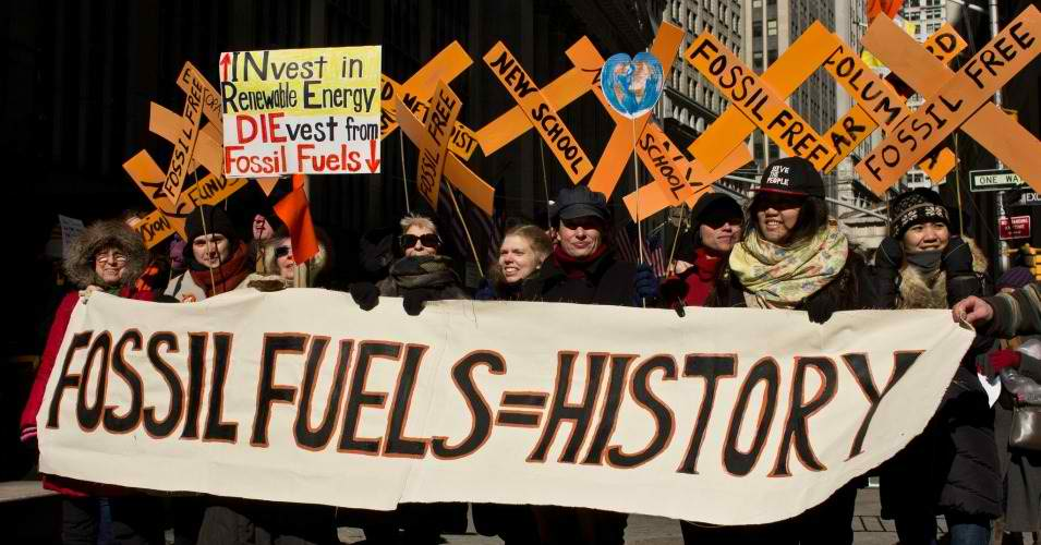 A crowd gathered in the cold near Wall Street on Friday to call for New York's divestment from fossil fuels. (Photo: 350.org/flickr/cc)