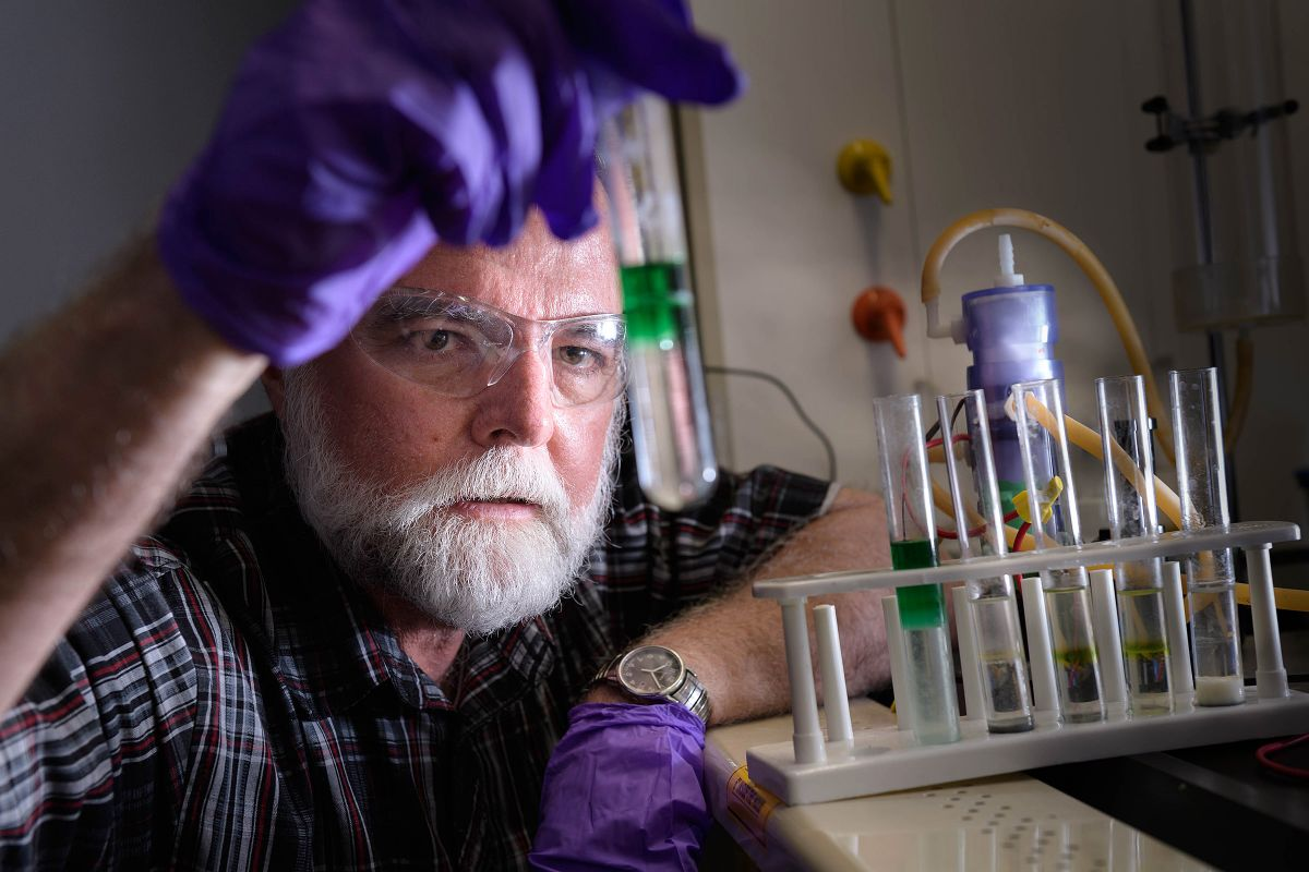 """New """"Instantly Rechargeable"""" Battery Deals a Fatal Blow to Fossil Fuels"""