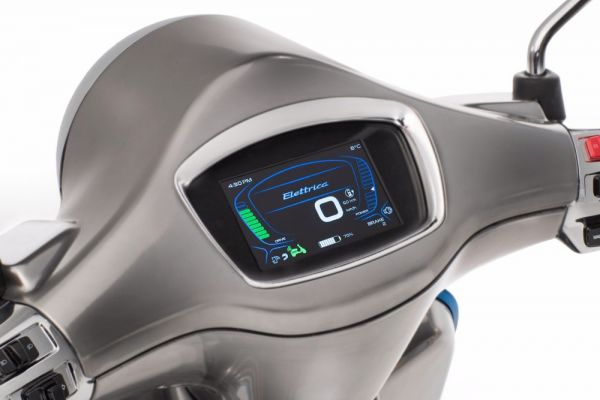 Electric Vespa has a color display.