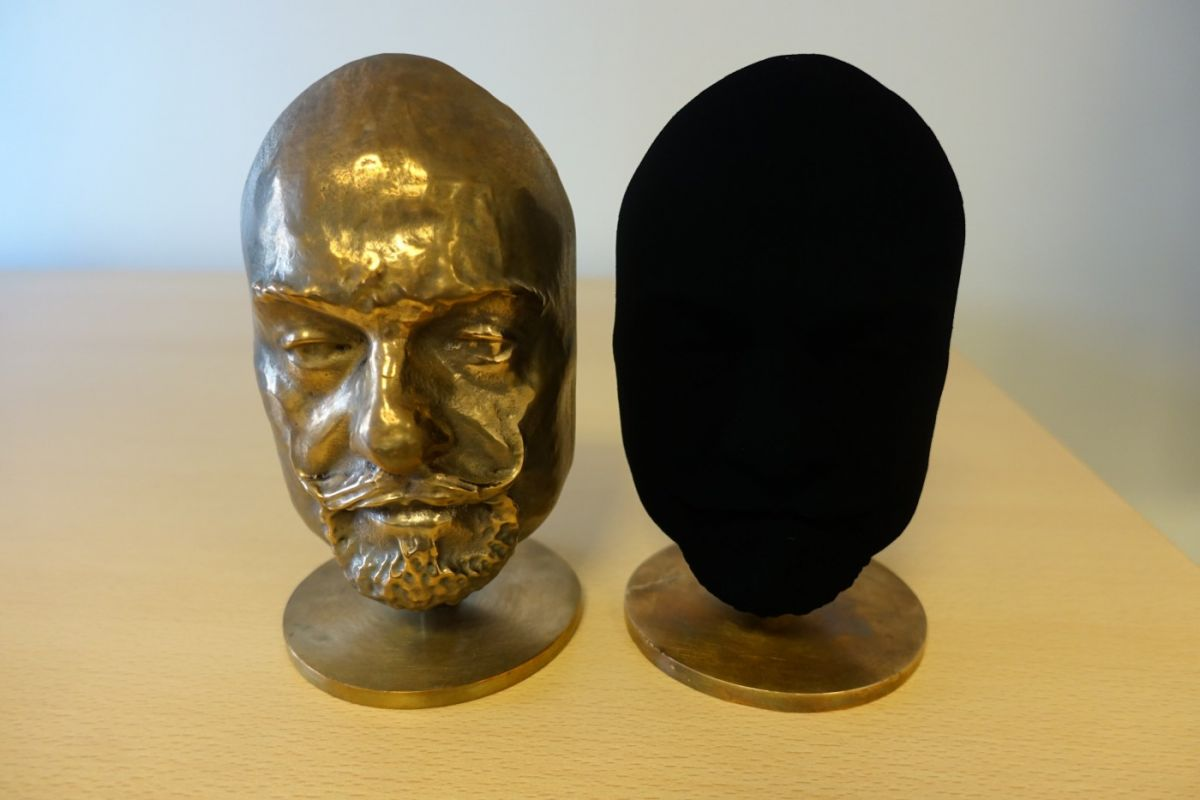 The same object coated in Vantablack appears 2-dimensional. Image Credit: Surrey NanoSystems