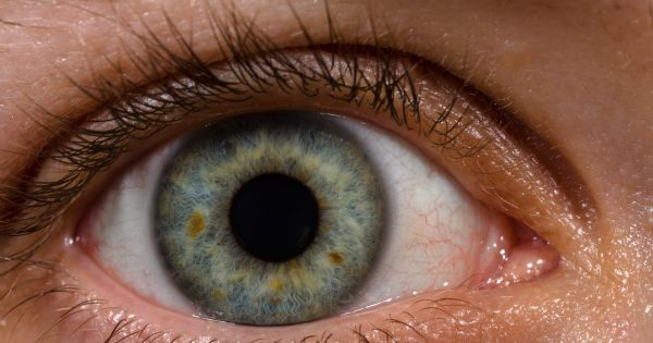 """Using """"Nanodrops"""" to Repair Corneas Could Ultimately Replace Glasses"""