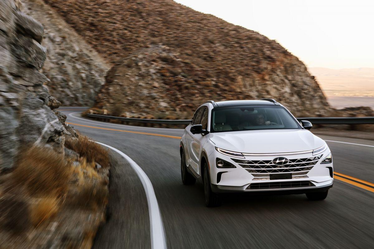 Hyundai's Hydrogen-Powered, Self-Driving SUV Runs on Level 4 Autonomy