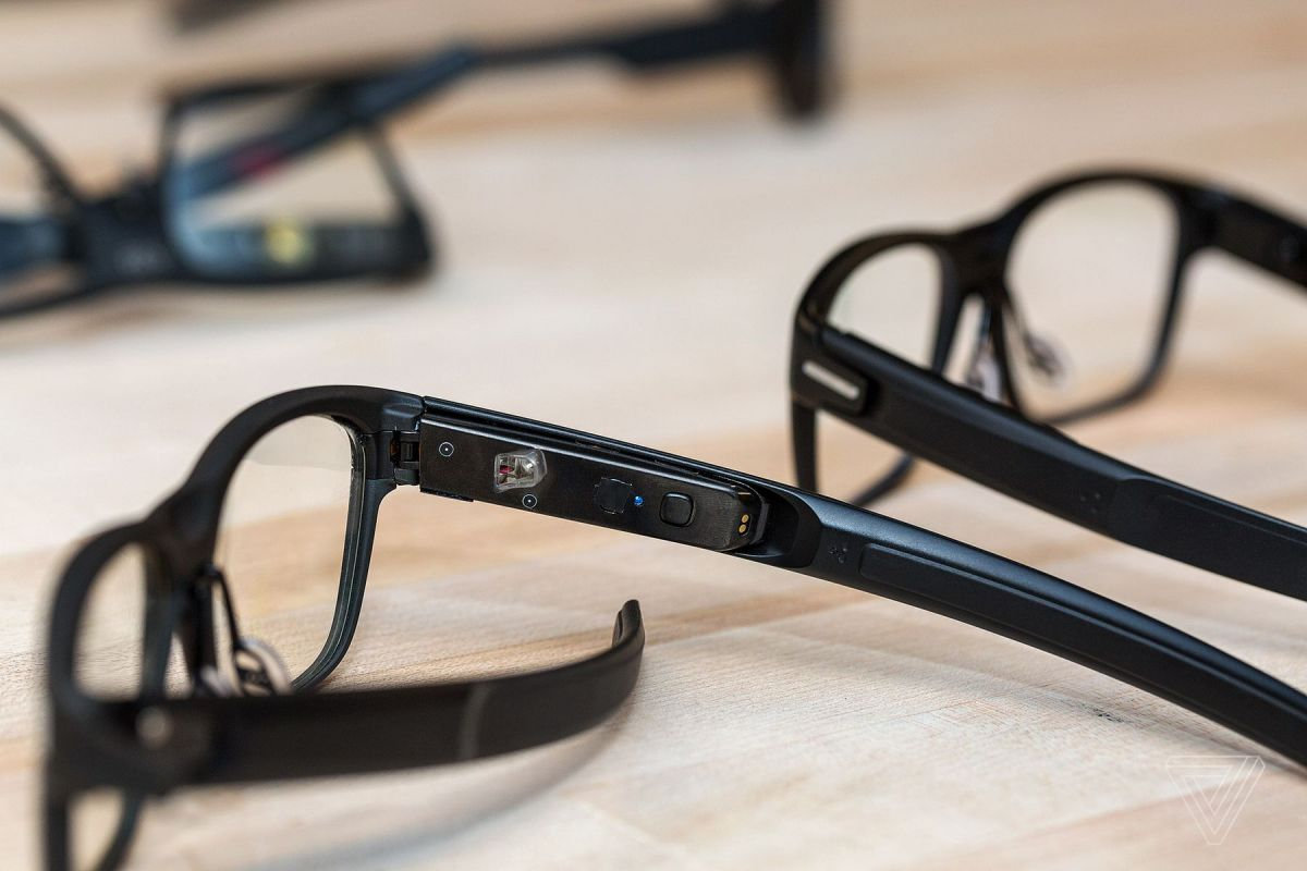 A closer look at the electronics found on the stem of Intel's Vaunt smart glasses. Image Credit: Vjeran Pavic/The Verge