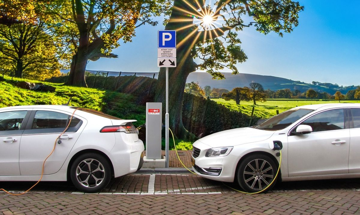 Electric cars could be much more efficient with solid-state batteries. Image Credit: Joenomias / Pixabay