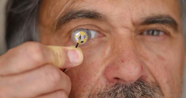 DARPA: This Smart Contact Lens Could Give Soldiers Superpowers