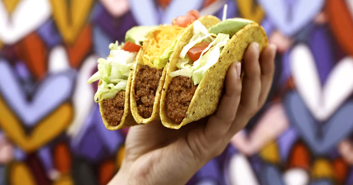 """Taco Bell Competitor Embraces Plant-Based """"Meat"""" in its Tacos"""