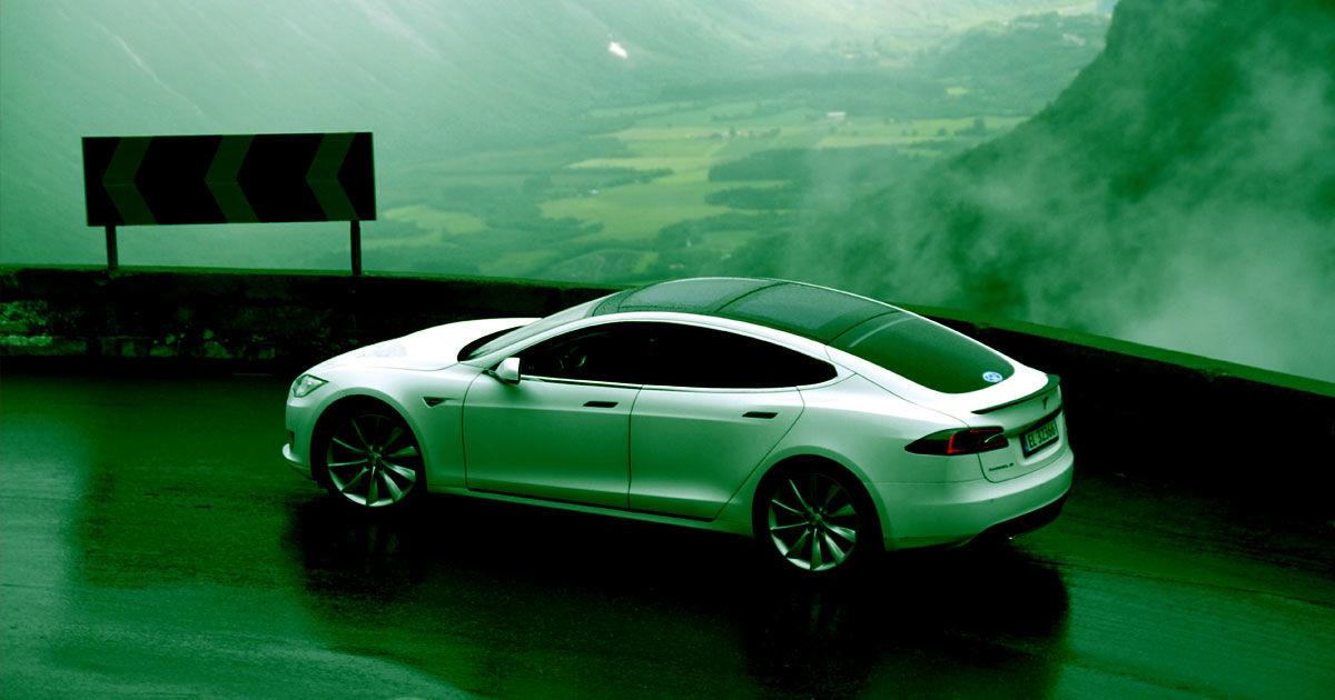 Tesla Owner Breaks Record, Drives Car 900,000 Kilometers