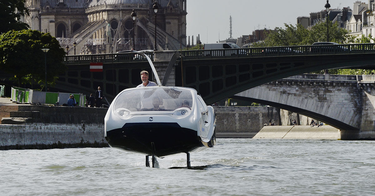 """Police Detain """"Flying"""" Taxi for Speeding During Test"""