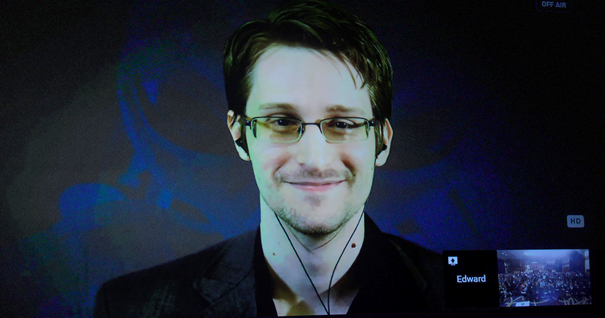 Edward Snowden Searched For Evidence That Gov Is Hiding Aliens