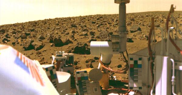 "Ex-NASA scientist ""convinced"" we already found life on Mars"