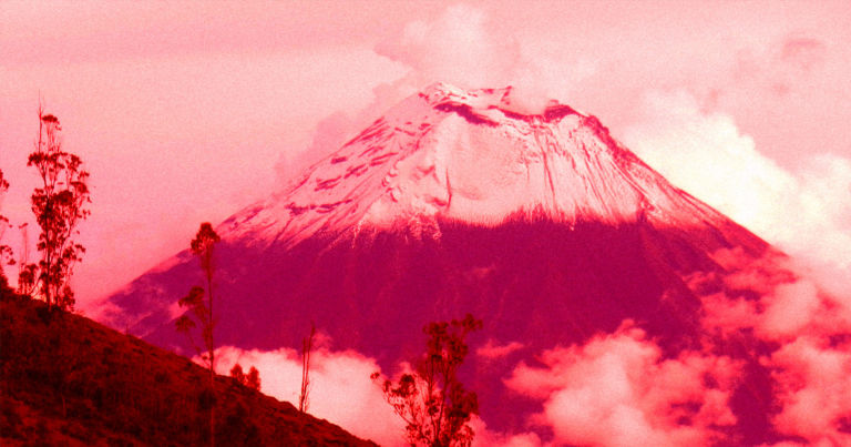 """Ecuador's """"Throat of Fire"""" volcano terrifyingly near collapse"""