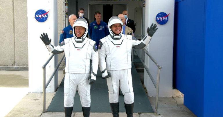 Revista de moda Assados SpaceX é Idiota Terno de Espaço 1