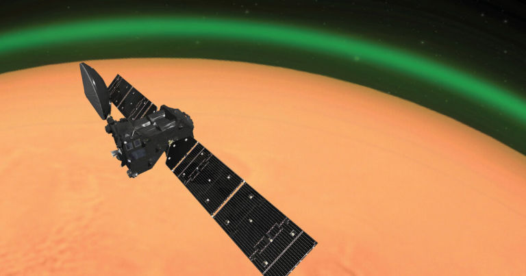 Spacecraft detects strange never-before-seen green glow on Mars ...