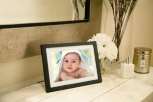 The Skylight Frame displays your favorite digital photos in style