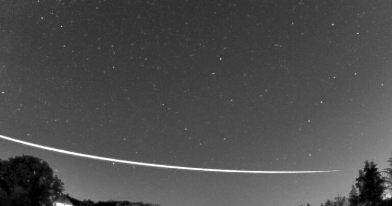 Watch a Meteoroid Bounce Off the Earth's Atmosphere - Futurism