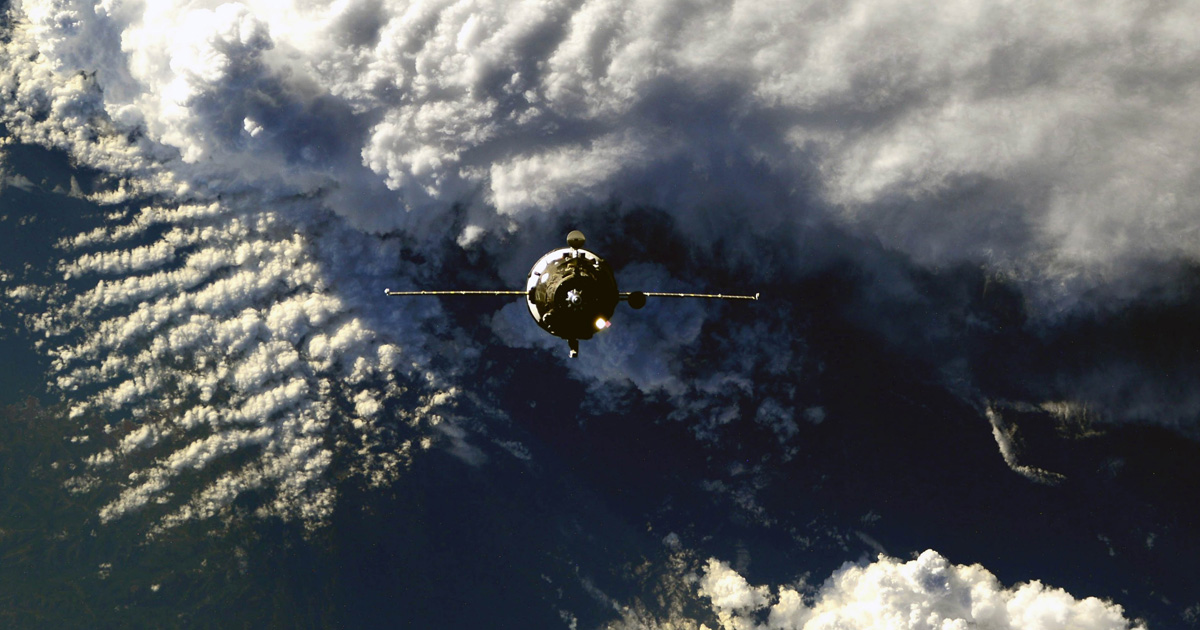 See a Russian Cargo Spaceship Disintegrating During Reentry